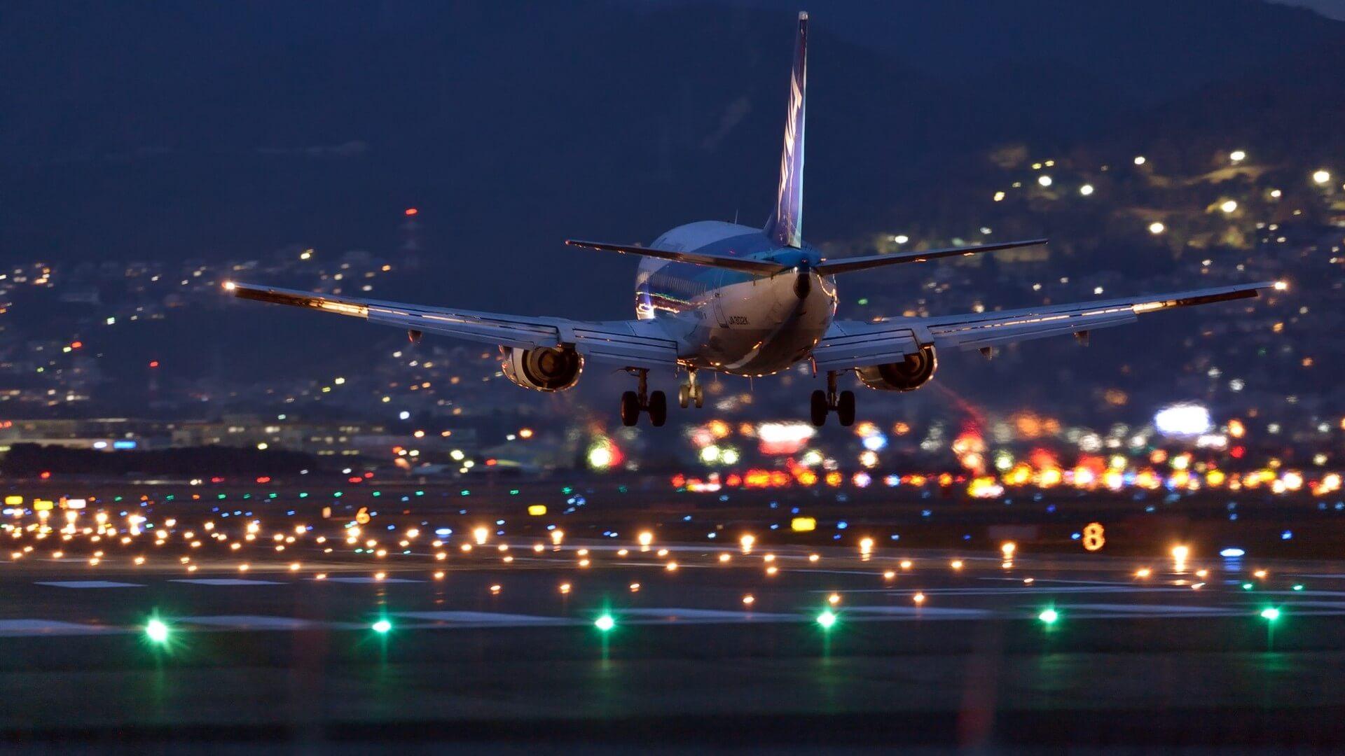 airbus-samolet-aeroport-noch-3547