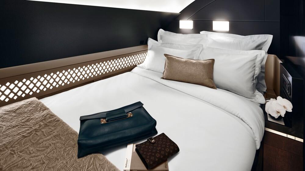 4989560-1000-1449572313-the_residence_bedroom_horizontal
