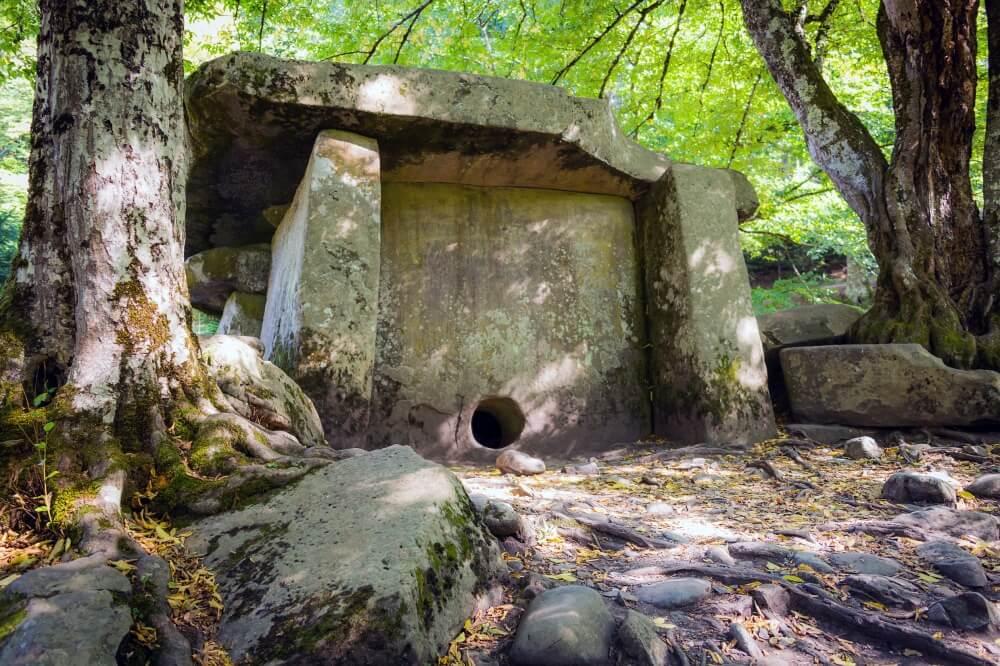 9382865-dolmen-1000-8f707a3054-1476691812