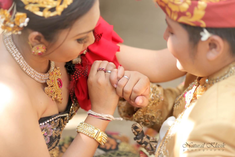 prewedding_bali_preweddong_bali_wedding_couple_photo_prewed_casual_49_rdebzg