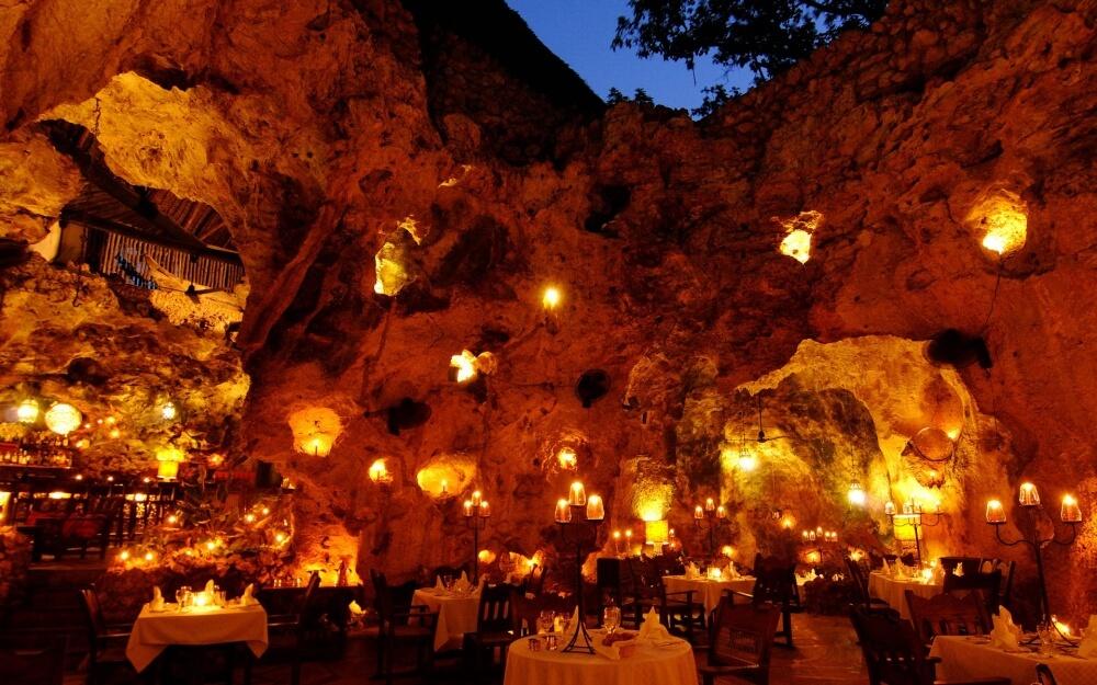 2555660-R3L8T8D-1000-ali-barbours-cave-restaurant