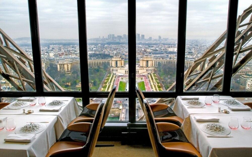 2558660-R3L8T8D-1000-201403-w-restaurant-views-le-jules-verne-1024x640