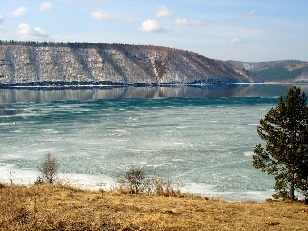 7272360-1000-1457706132-Angara-Lake_Baikal_1