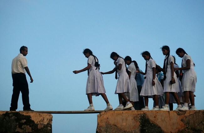 8531860-R3L8T8D-650-children-going-to-school-around-the-world-37