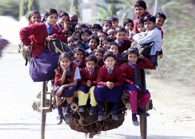 8531910-R3L8T8D-650-children-going-to-school-around-the-world-55