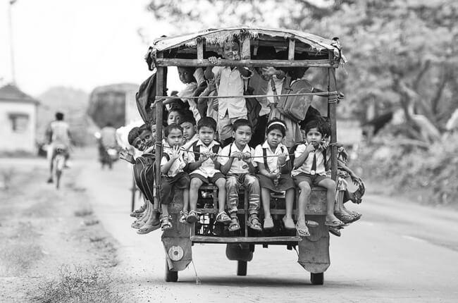 8532010-R3L8T8D-650-children-going-to-school-around-the-world-19