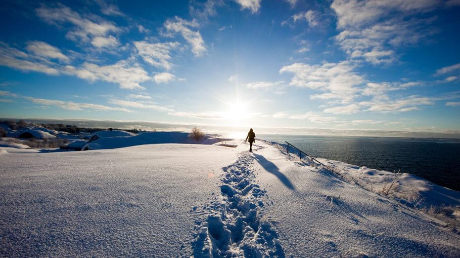 Walking_Suomenlinna-930x523