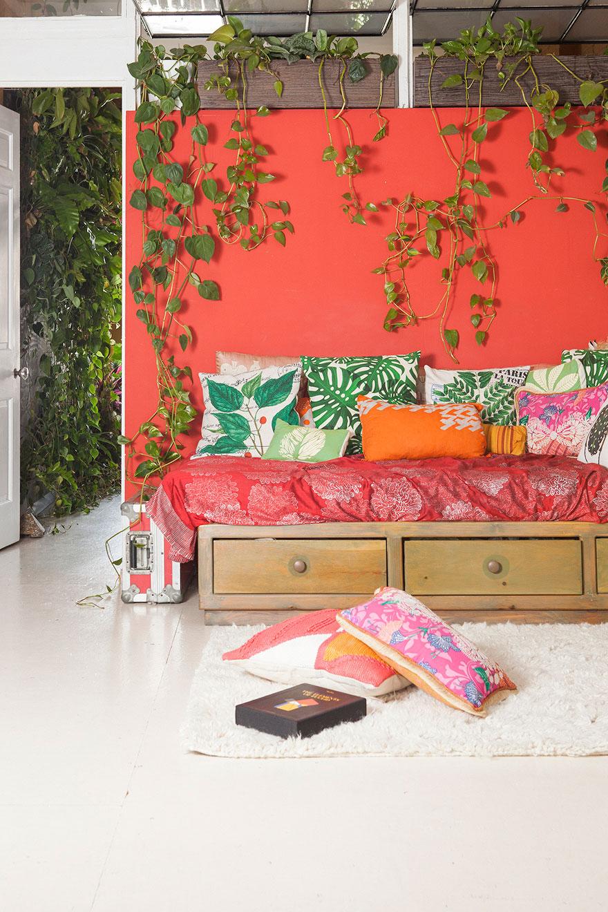 jungle-apartment-plants-summer-rayne-oakes-46