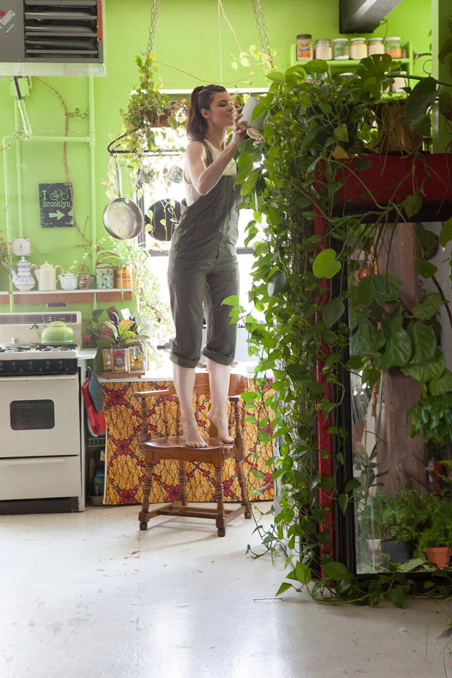 jungle-apartment-plants-summer-rayne-oakes-47 (1)